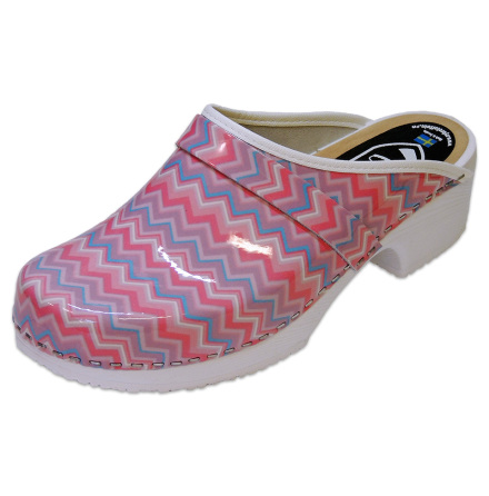 Zigzag soft sole clogs